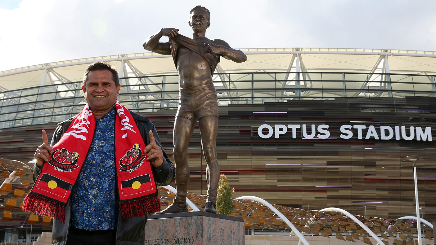 Nicky Winmar poses with his statue during the Nicky Winmar statue unveiling at Optus Stadium on July 06, 2019 in Perth, Australia. (Photo by Paul Kane/Getty Images)